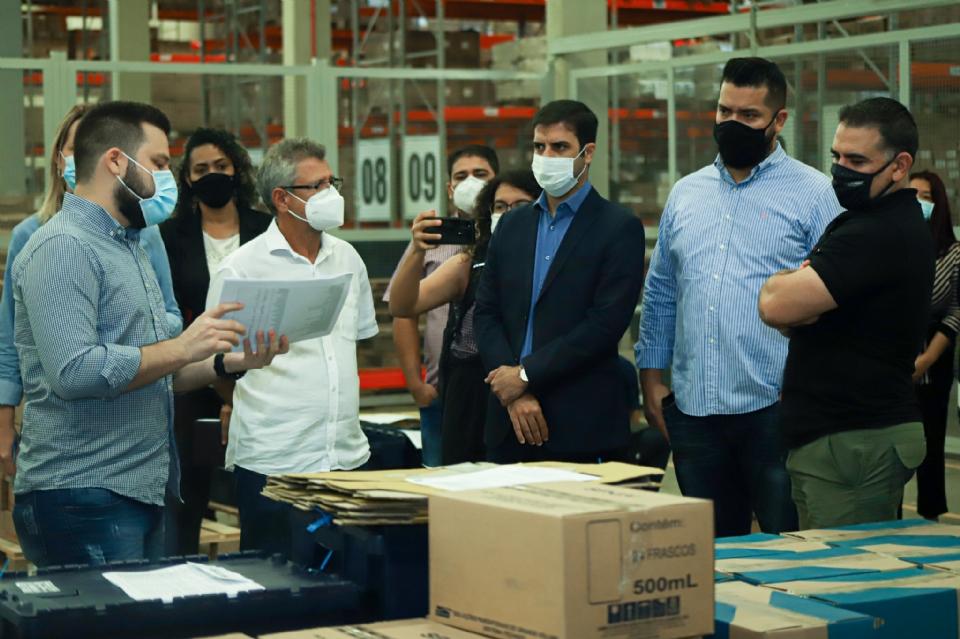 Vereadores visitam centro de Distribuição e Lilo sugere cruzar notas fiscais com inventários