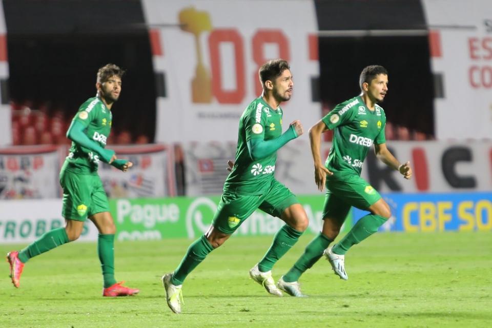 Com pintura de Rafael Gava, Cuiabá empata com o São Paulo no Morumbi em jogo de quatro gols; vídeos e fotos