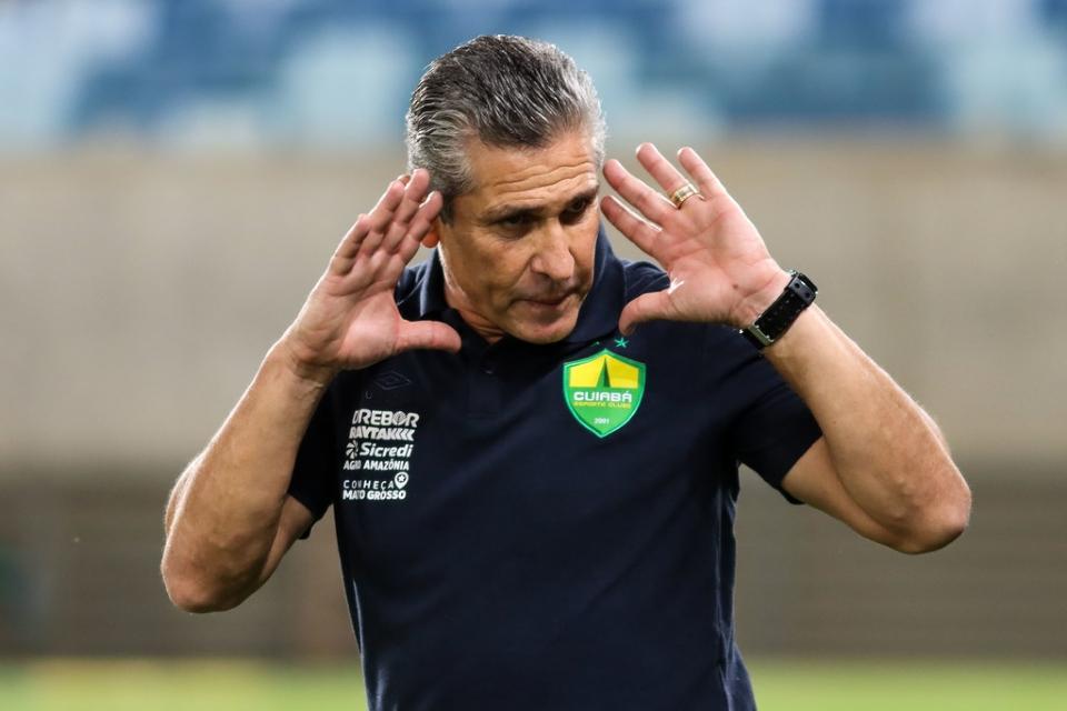 """Jorginho reconhece que Cuiabá não fez grande jogo: """"era para ganharmos de quatro ou cinco"""""""