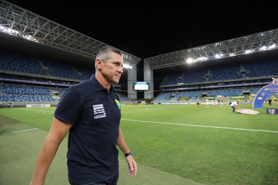 Jorginho lamenta erros em derrota para o Corinthians, descarta 'terra arrasada' e diz que maior responsabilidade é do treinador