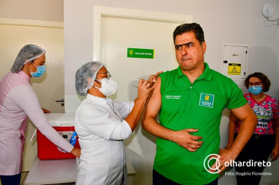 Emanuel toma 2ª dose da vacina contra a Covid-19 e inicia descentralização de polos na capital