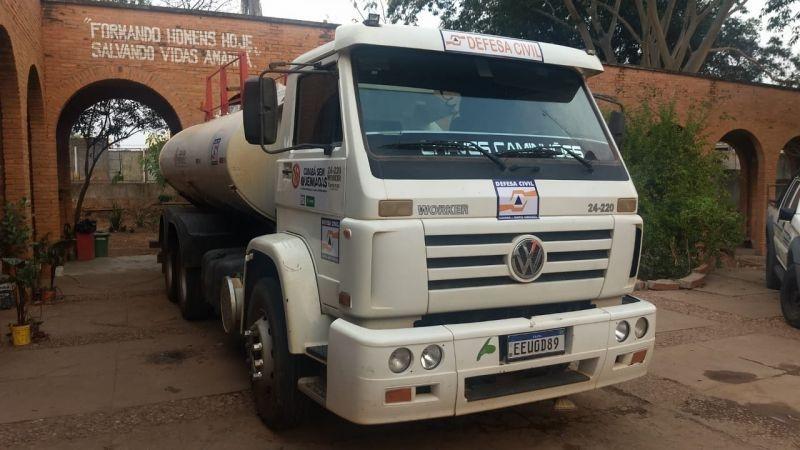 Prefeitura de Cuiabá envia três caminhões-pipa para apoio ao combate às queimadas e ajuda aos animais do Pantanal