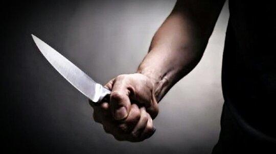 Homem pula a janela, ameaça idosa com faca e a estupra por uma hora em Cuiabá