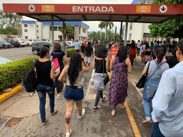 Atrasados do Enem culpam horário de verão e dificuldade para estacionar;  veja fotos e vídeos