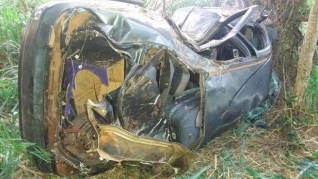Carro com placas de MT capota em MS e criança de cinco anos morre ao ser arremessada