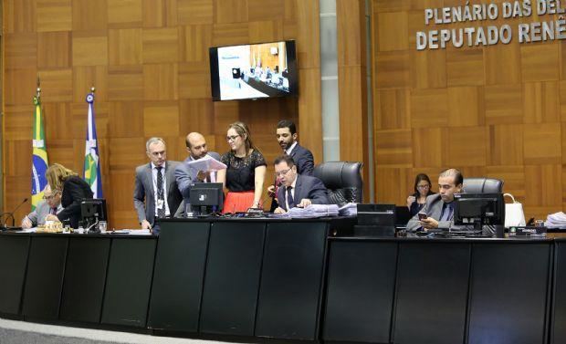 Deputados pedem vistas de substitutivo e votação da PEC do Teto fica para a próxima semana