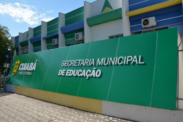 Emanuel autoriza concurso com duas mil vagas na Educação