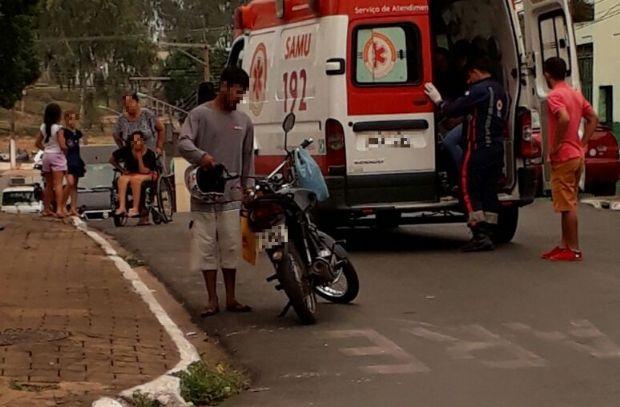 Criança fica ferida após moto colidir com taxi em Cuiabá;  veja fotos