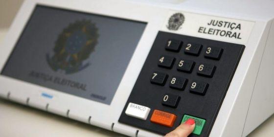 Levantamento aponta que 62% da população é favorável ao adiamento das eleições para 2022