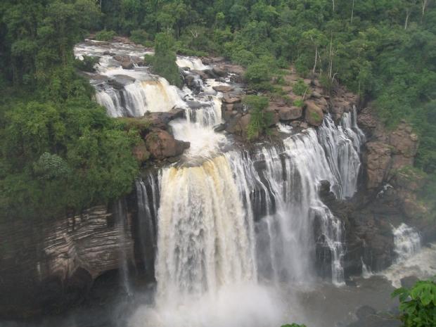 Homem é encontrado morto às margens de cachoeira
