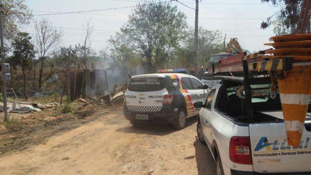 Após confronto com moradores em assentamento, polícia aguarda mudança de famílias;  veja fotos