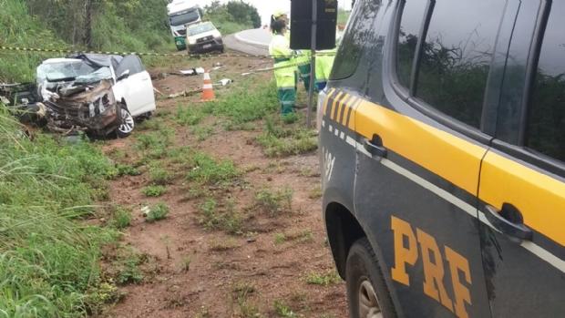 Três morrem em colisão entre carreta e HB20 em rodovia