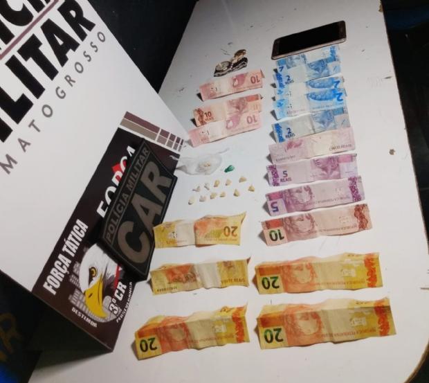 Mulher é presa com seis pedras de pasta base e R$80 na vagina; outros dois detidos