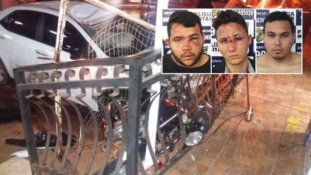 Criminosos ficam feridos ao colidirem Corolla roubado em mureta e acabam presos