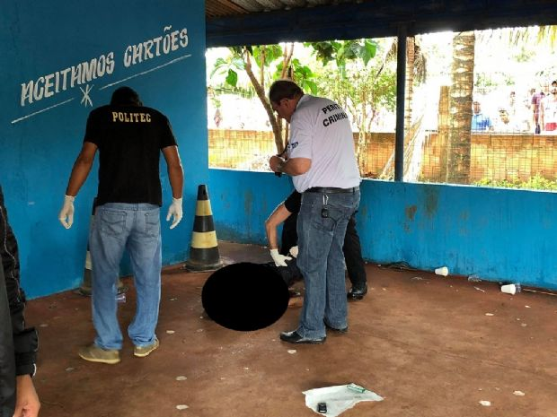 Homem é assassinado a facadas em bar antes do réveillon