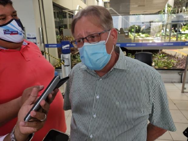 MS recebe mais doses de vacina para profissionais de segurança e Gilberto pede explicações