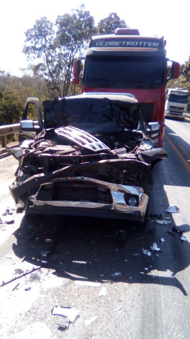 Engavetamento envolvendo Ranger e três carretas deixa um ferido na BR-070