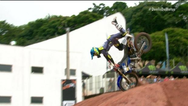 Joaninha passa por terceira cirurgia após grave acidente em competição de motocross