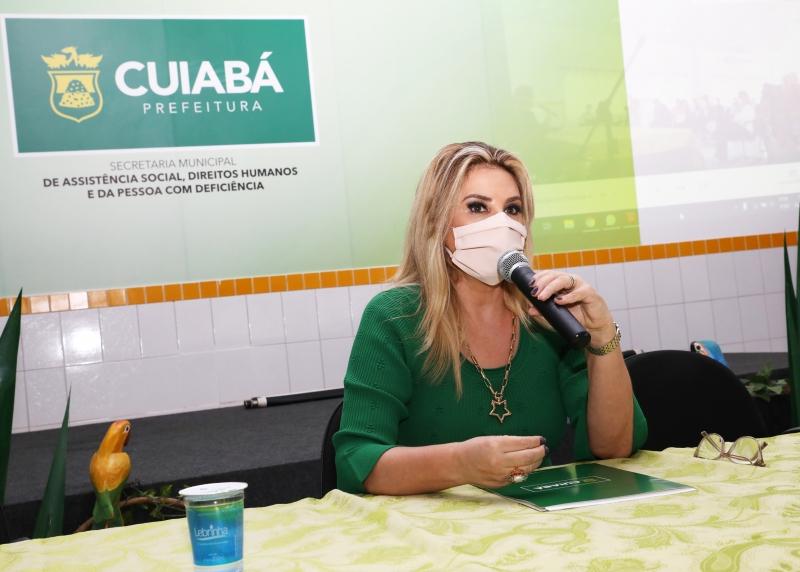 Primeira-dama anuncia inclusão de assistentes sociais no grupo prioritário de vacinação da Covid-19