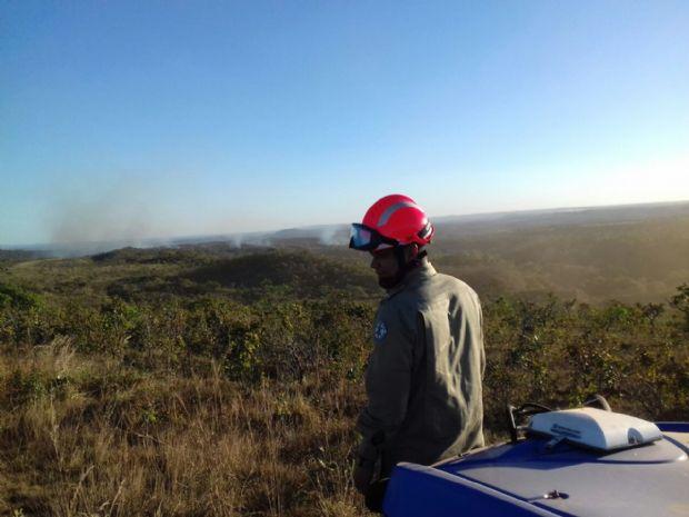 Bombeiros controlam incêndio que ameaçava Parque Estadual Gruta da Lagoa Azul