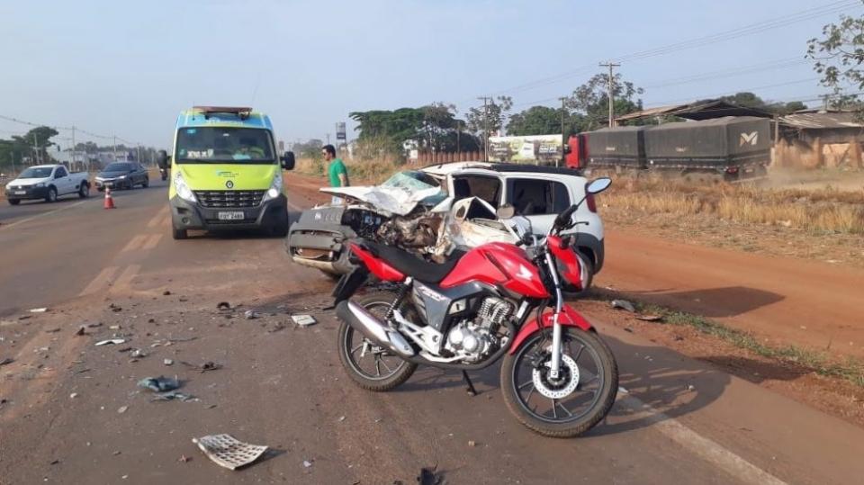 Dois ficam feridos em acidente entre três veículos na BR-163