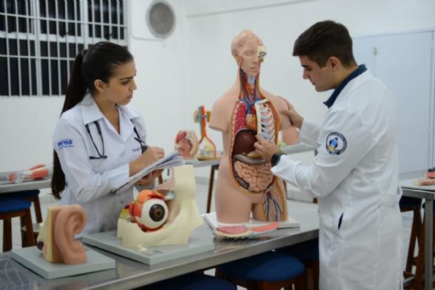 Curso de Medicina da Univag ganha nota máxima do MEC e atrai estudantes de todos os estados