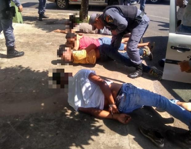 Quatro são presos e um menor é apreendido após tentativa de furto em agência do Itaú