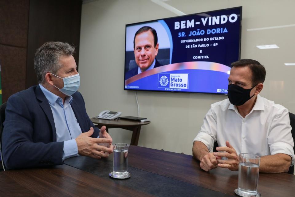 Mauro Mendes recebe Doria no Palácio Paiaguás e ouve elogios quanto à ferrovia estadual