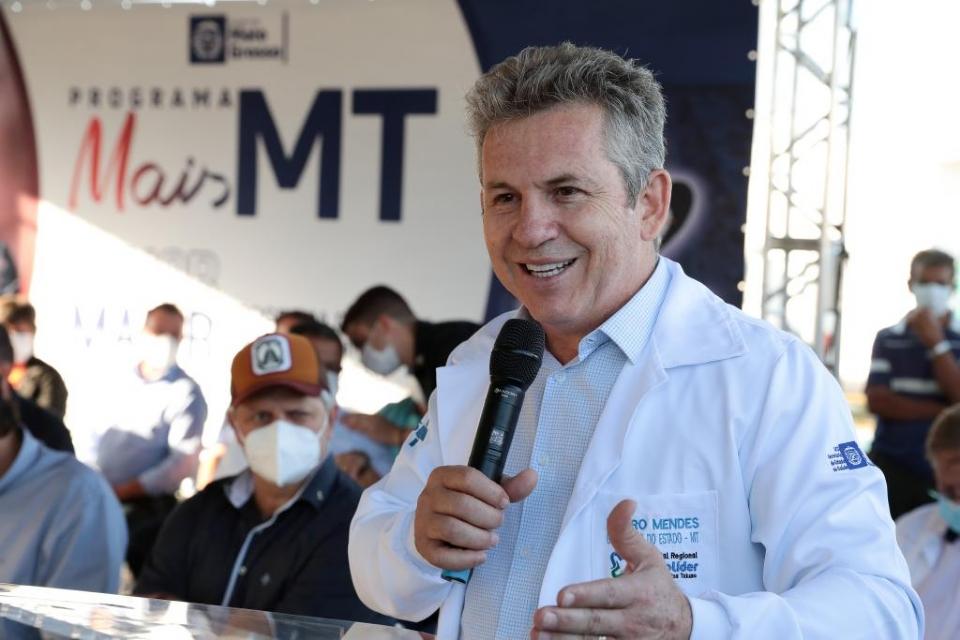 Mauro entrega nova sede da Escola Tiradentes e assina termo para obras de pavimentação