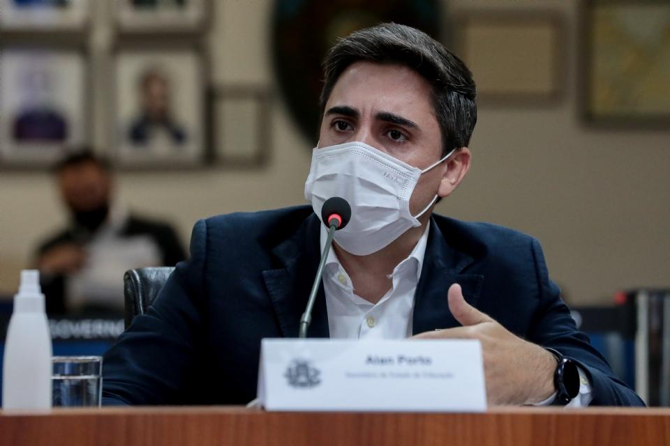 Observatório e sindicato tentam anular licitação de mais de meio bilhão de reais na Seduc