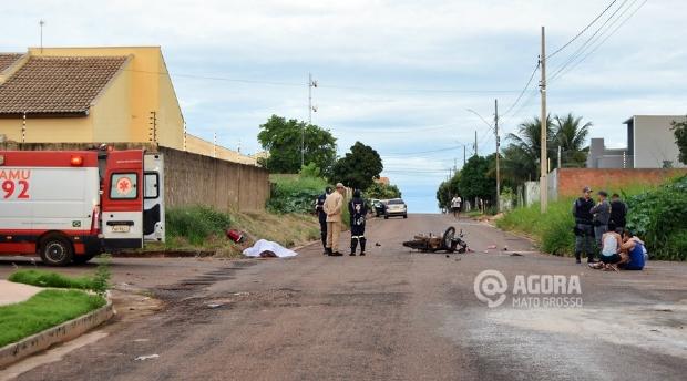 Motociclista de 19 anos morre após invadir a preferencial e bater em carro
