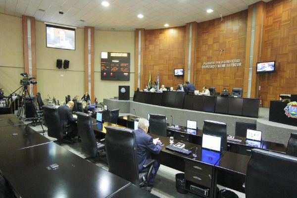 Santos cita prioridade do governo para saúde, educação e segurança com aumento de até 25% no PPA