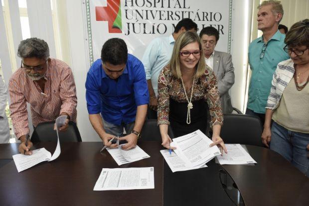 Prefeitura de Cuiabá firma acordo com HUJM  e lança programa inédito para agilizar cirurgias do 'pé torto'
