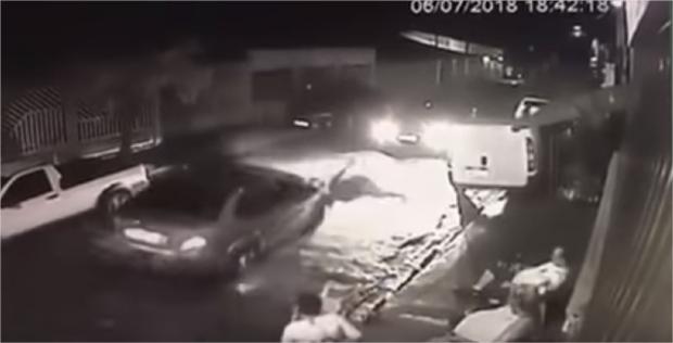 Vídeo de outro ângulo mostra pintor sendo atropelado por advogado em Cuiabá