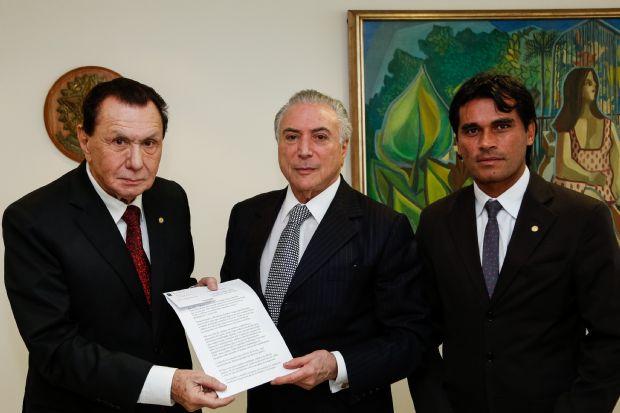 Resultado de imagem para deputados Carlos Bezerra e Rogério Silva