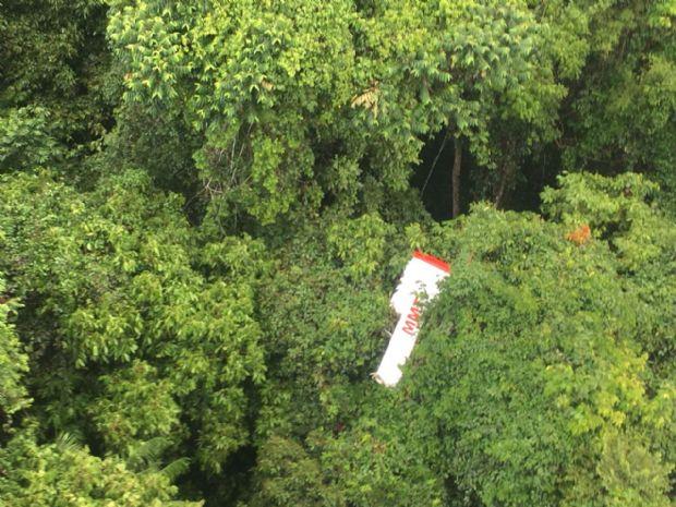 Equipe do Seripa investiga causas da queda de avião que matou família de Mato Grosso