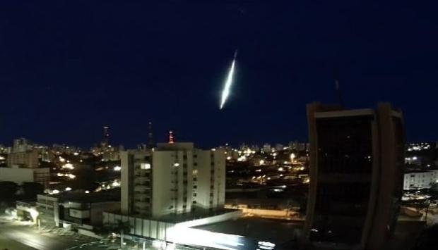 Meteoro visto em Cuiabá e outras cidades de MT é evento raro e fragmentos podem ter caído no médio norte;  vídeo