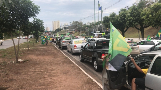 Um dia após ato contra Bolsonaro, carreata favorável a candidato toma principais vias de Cuiabá;  veja fotos e vídeos