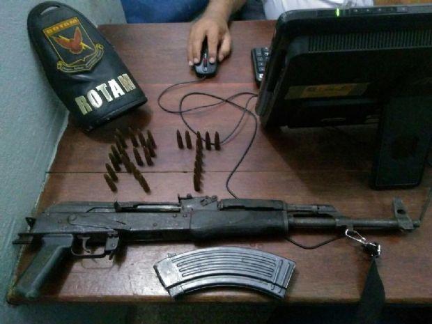 Fuzil de fabricação russa usado em explosão de caixa eletrônico é apreendido e três são presos