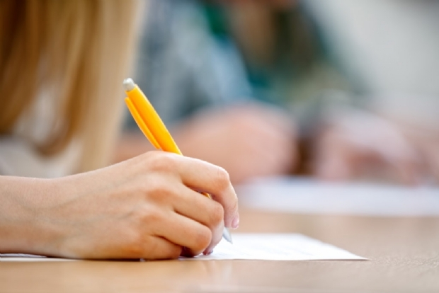 Concurso para professor da UFMT com salários de até R$9 mil tem inscrições abertas