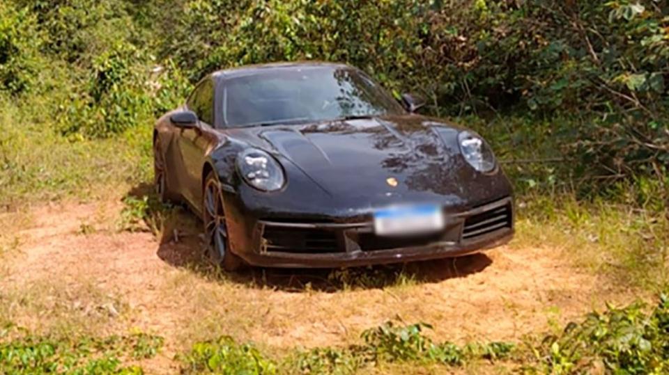 Três menores de idade furtam carro de luxo avaliado em R$ 1 mi e veículo é recuperado no meio de mata em MT