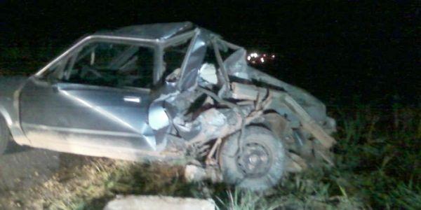 Del Rey ficou destruído após ser atingido na traseira por caminhão boiadeiro