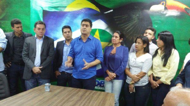 Emanuel Pinheiro visita convenção do PSDB, cita lealdade de vereadores e agradece a novo presidente