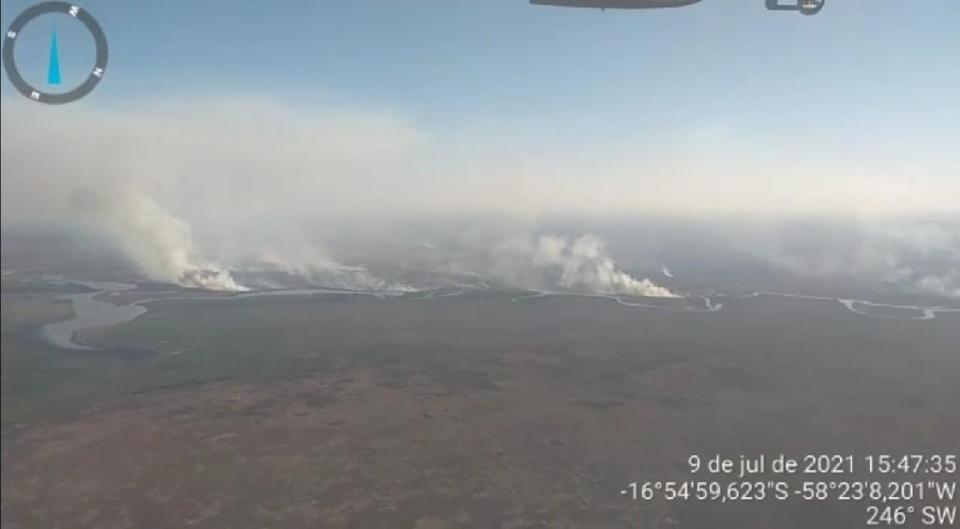 Incêndio florestal na Bolívia se aproxima de fronteira com Mato Grosso e acende alerta do Corpo de Bombeiros