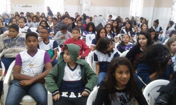 Alunos da Escola Estadual Souza Bandeira, em Cuiabá, participam do debate da Seduc