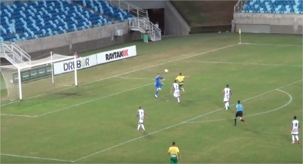 Jogador do Cuiabá dá chapéu e marca gol por cobertura; gol está entre os mais bonitos da semana