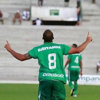 Éder Sciola foi o 'cara' do jogo e marcou três gols na Paraíba