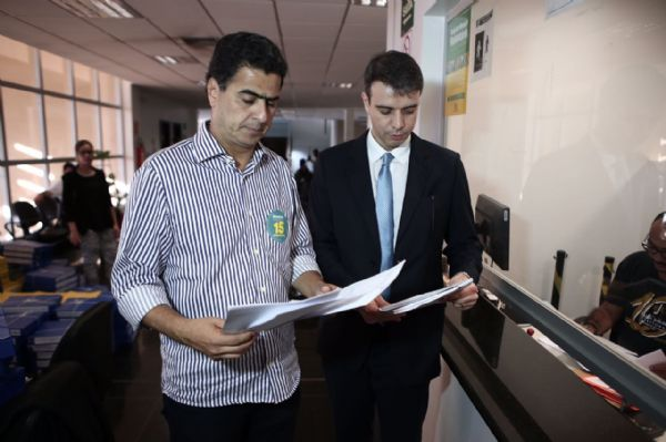 Após denúncia em debate, Emanuel aciona Wilson Santos por calúnia e suposto Caixa 2