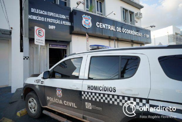Pai é morto e filho baleado dentro de casa por dois criminosos em Cuiabá