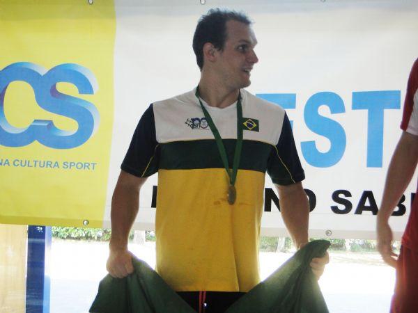 Nadador de MT conquista duas medalhas de ouro e duas de prata em 1º dia de competição na Itália